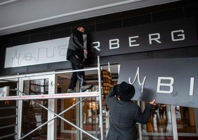 Bilderberg Hotel Dresden Neues Logo am Eingang