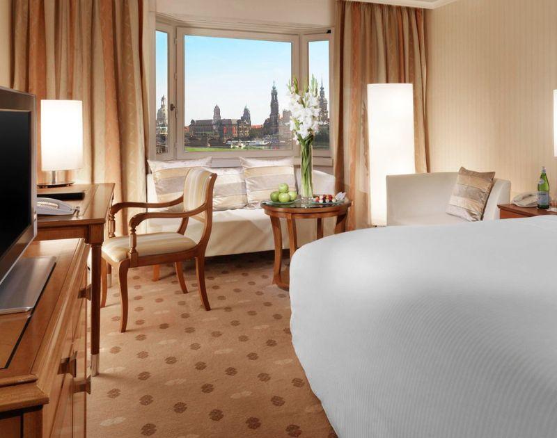 Der Canaletto Blick aus dem Hotel Dresden